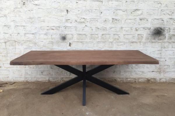 Esstisch aus Mangoholz massiv mit Baumkante