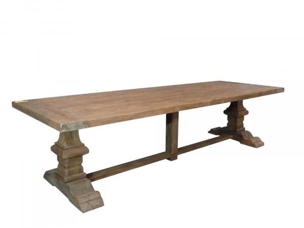 Rechteckiger Massivholztisch aus Altholz im Fachwerk-Stil